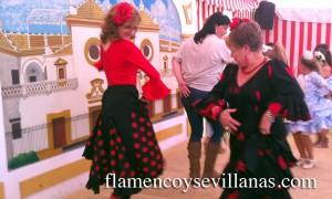 Bailando sevillanas en la caseta